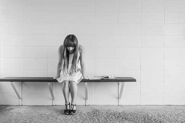 Cum pot sa ajut si sa sustin pe cineva care sufera de depresie?